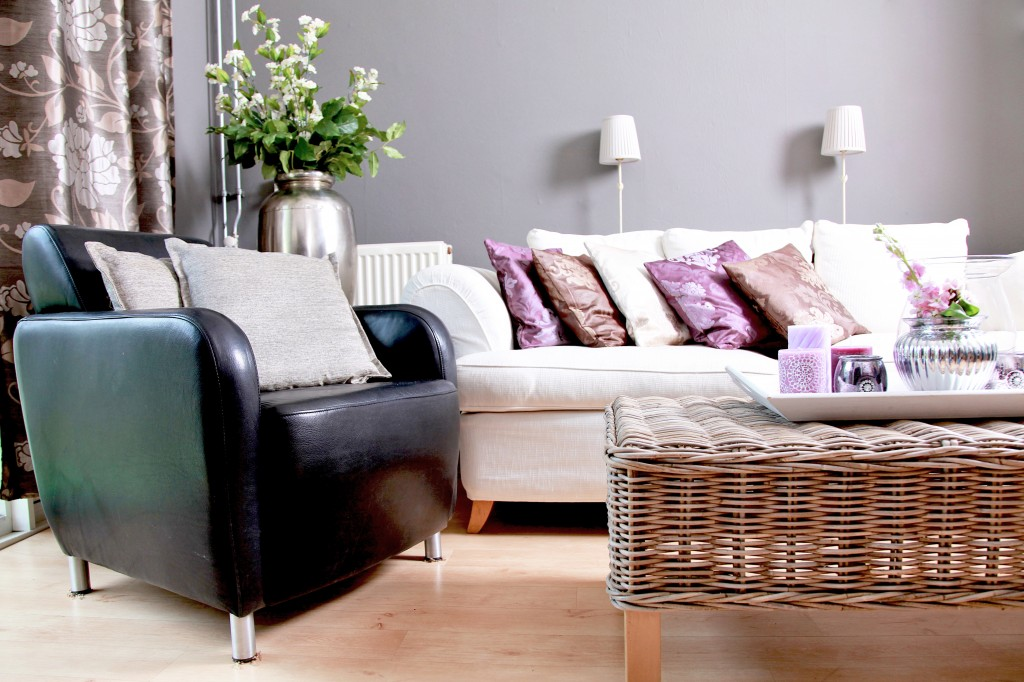 Gezellige woonkamer zomerse sferen met klassieke twist for Gezellige woonkamer