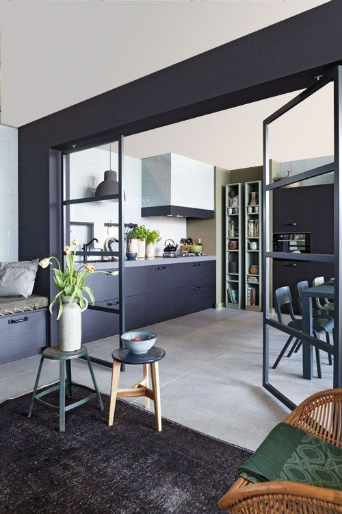 half open keuken zwart
